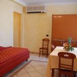 camrera_a_due_letti_appartamento_deluxe_soggiorno