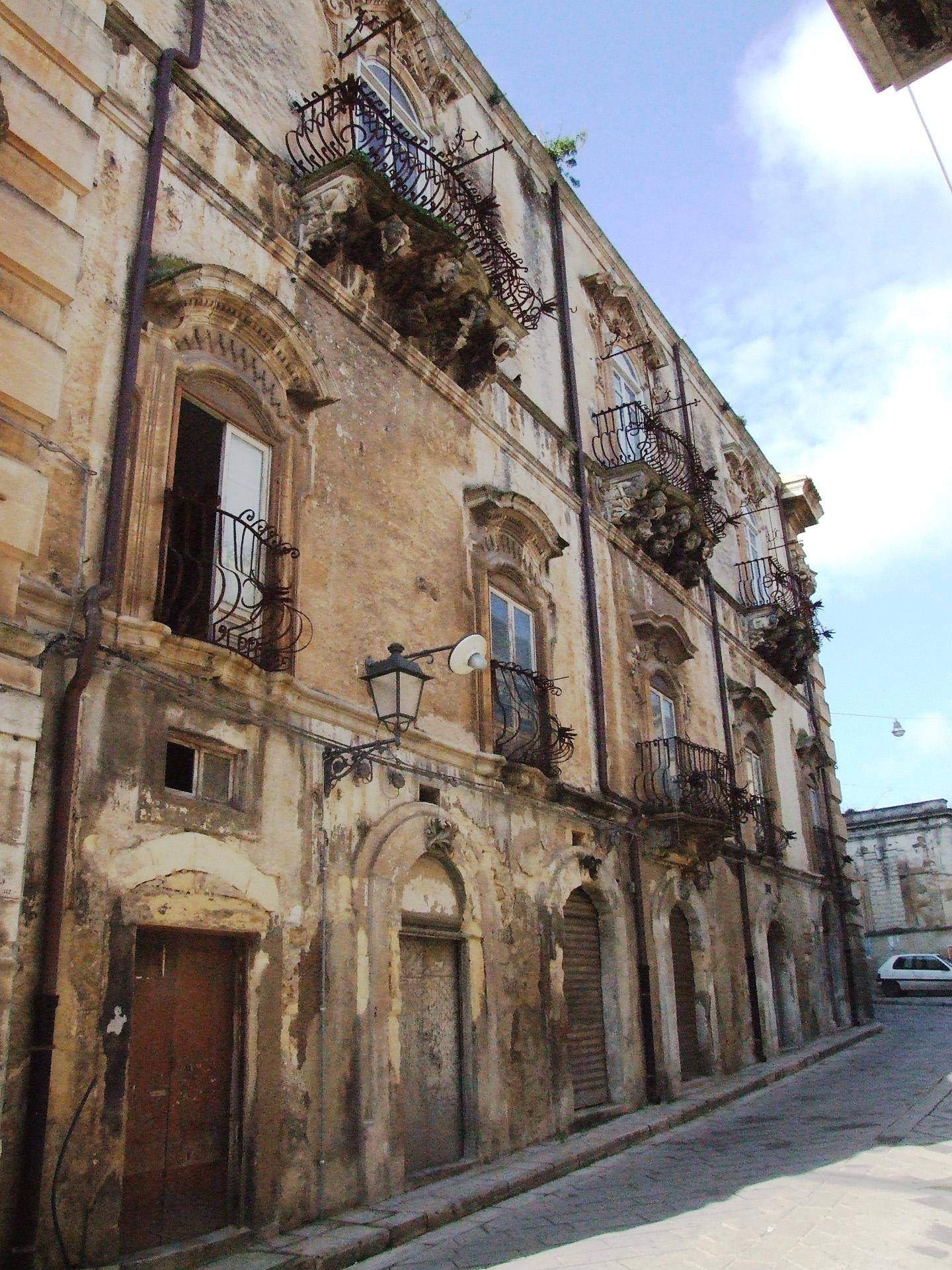 Palazzo cosentini sicilyforall sicilyforall for Palazzo a due piani